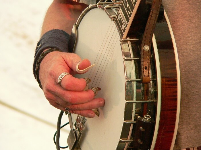 banjo picking with banjo lessons